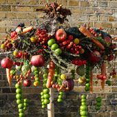 Jens Jakobson Christmas: fruit and nut, bird food tree