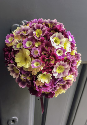 Jen Jakobsen Floral Construction: Home page - special weddings - auricula posy