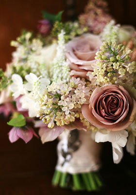 Jen Jakobsen Floral Construction: Home page - classic wedding posy